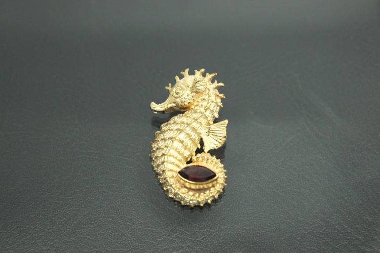 aLEm Pendant Seahorse with Garnetnavett  925/- Silver
