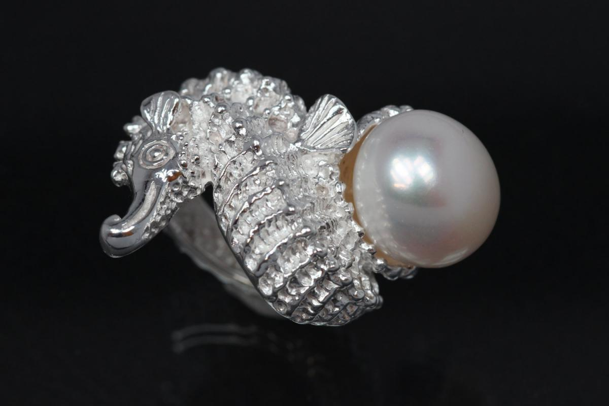 aLEm Ring, Seahorse Design by alain LE mondial 925/- Silver with Freshwaterpearl (FWP)